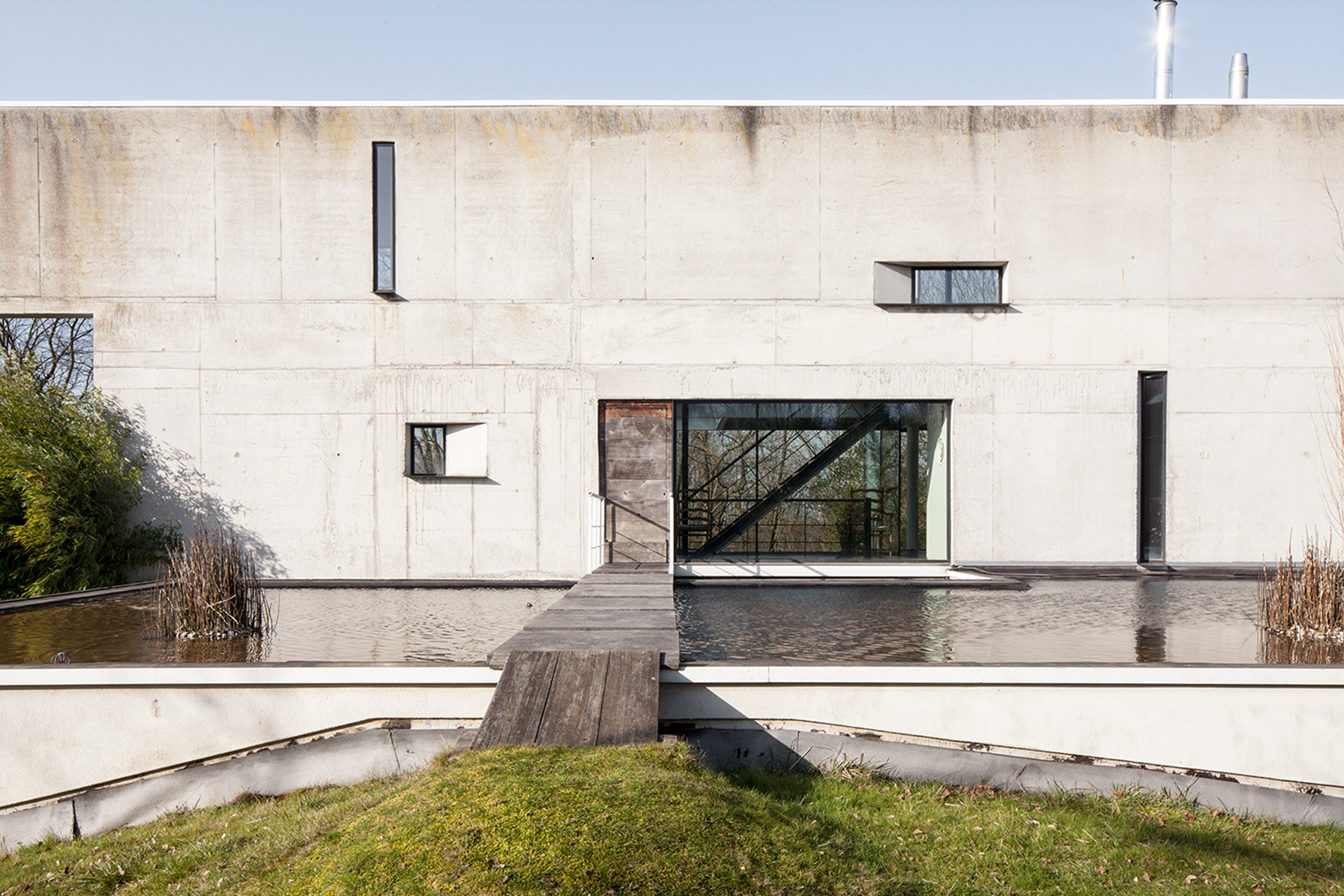 Brutalist villa by Peter Tachelet hits the market near Brussels