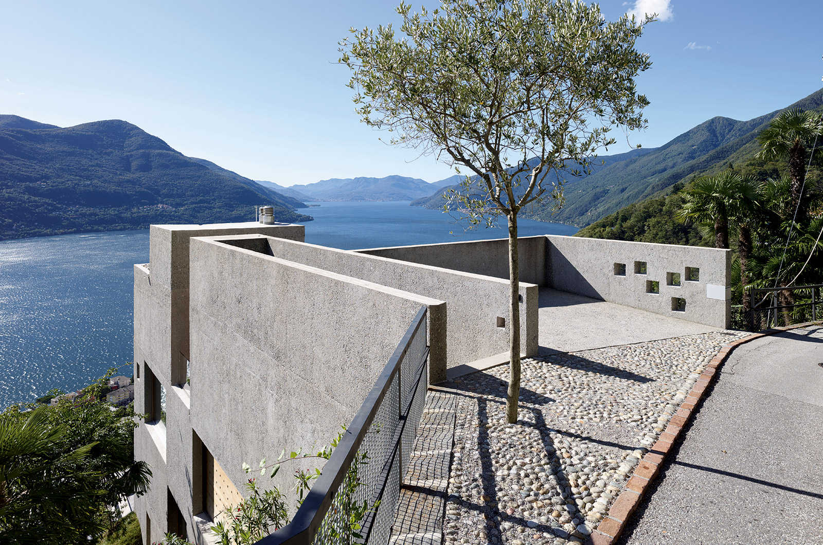 Living on the water: Brissago house