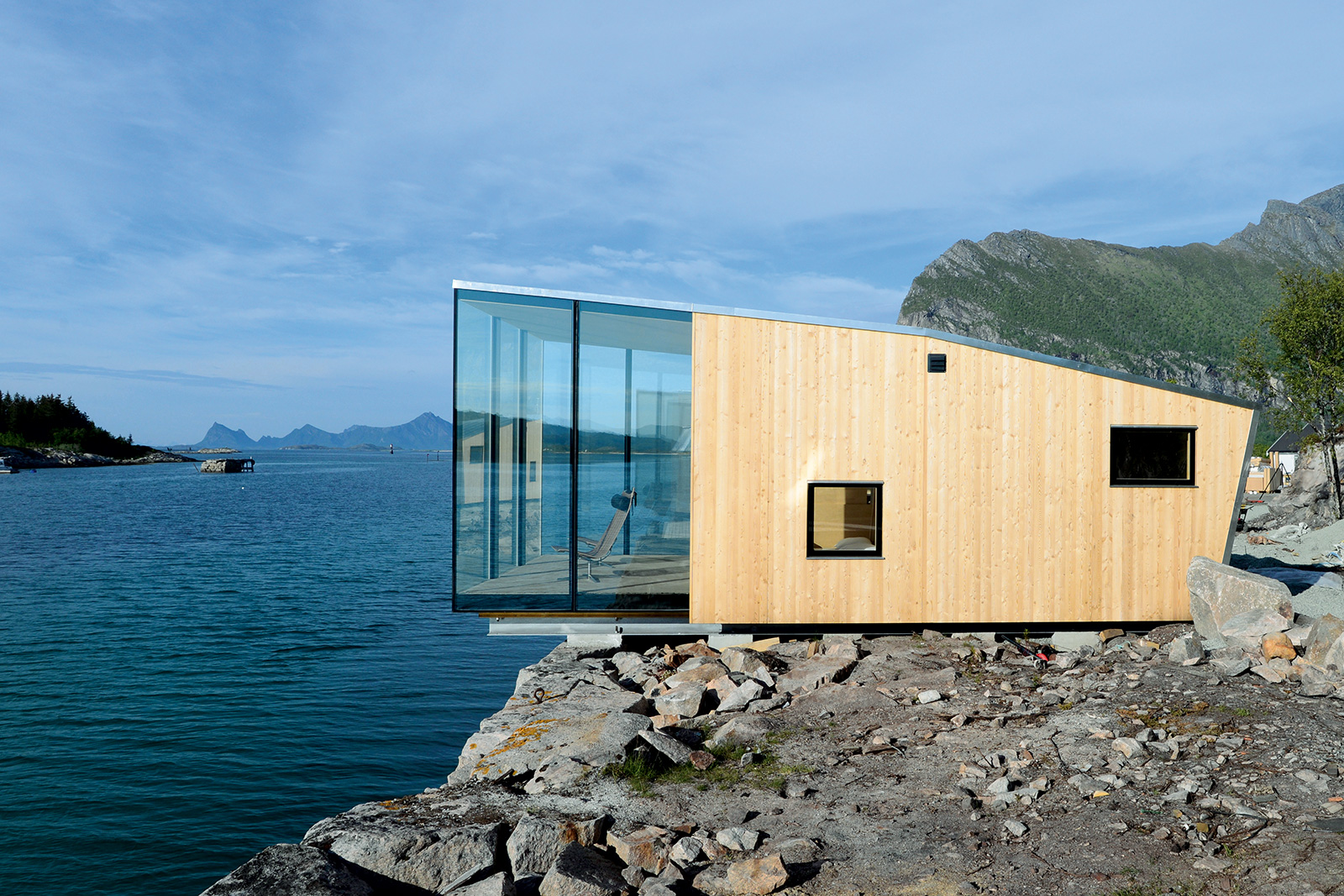 Living on water , Manshausen Island Resort