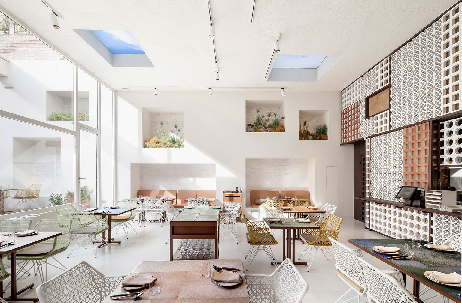 10 barcelona restaurants with awe inspiring interiors rh thespaces com barcelona interior design jobs barcelona interior design master