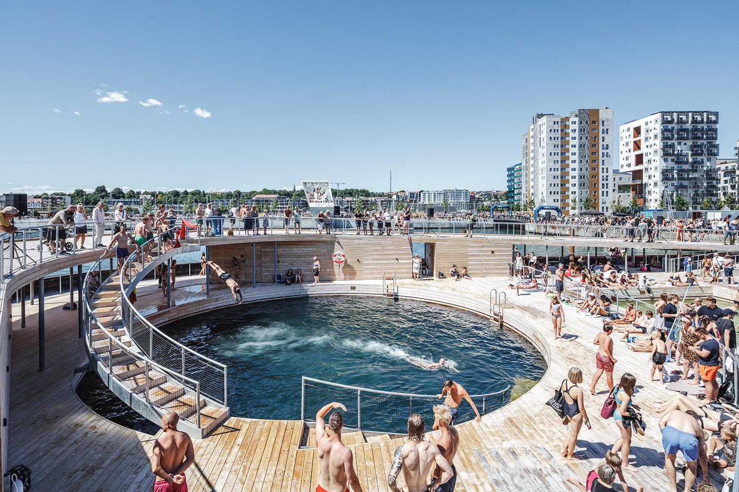 BIG creates a floating bath house in Aarhus harbour