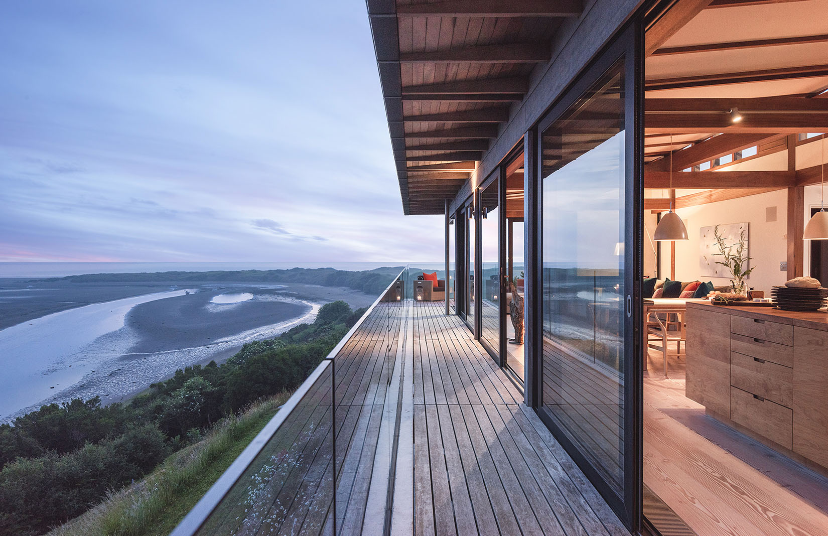 Welsh holiday home designed by John Pardey Architects