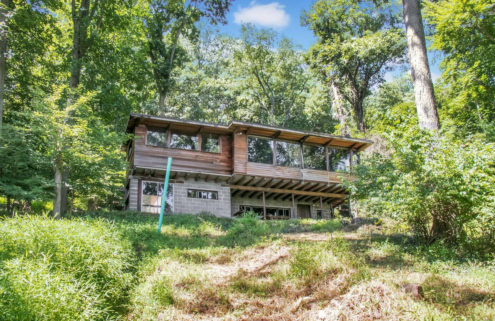 A midcentury renovation challenge near NYC lists for $469k
