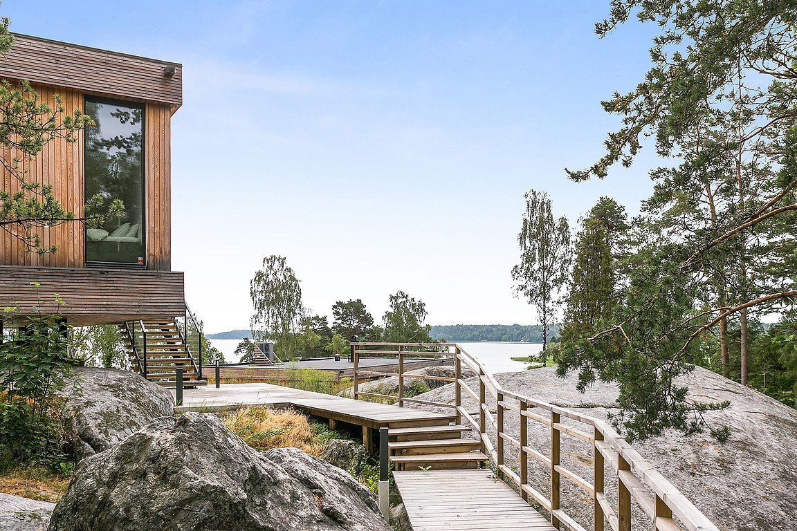 Floating clifftop house outside Stockholm lists for 10m SEK