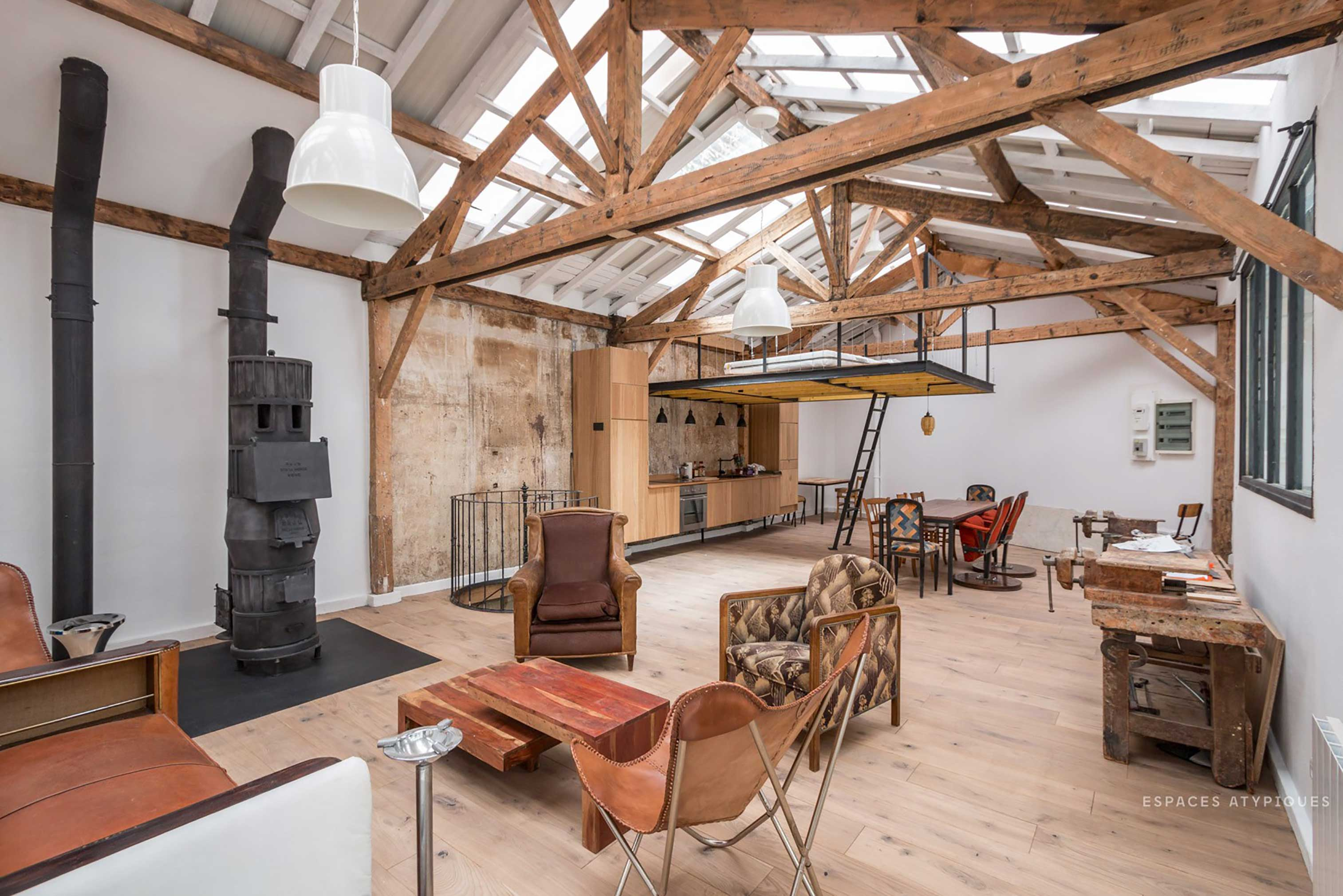 Converted carpenter s workshop hits the market in paris for Surfaces atypiques paris