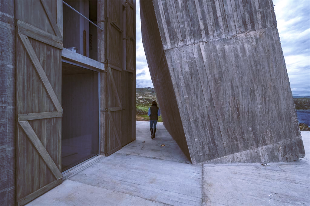 Property of the week: a 'primitive' Chilean home by Pritzker Prize-winner Alejandro Aravena