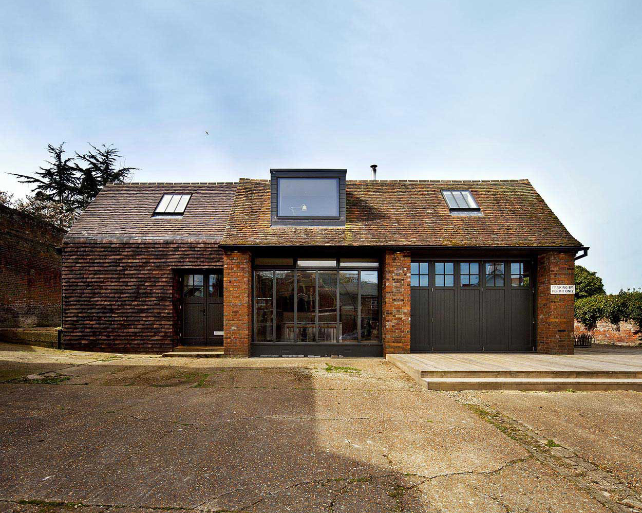 Converted ambulance centre in Rye for rent