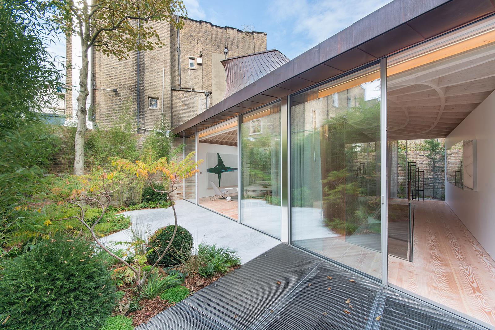 Gianni Botsford-designed pavilion home hits the market for £3.475m