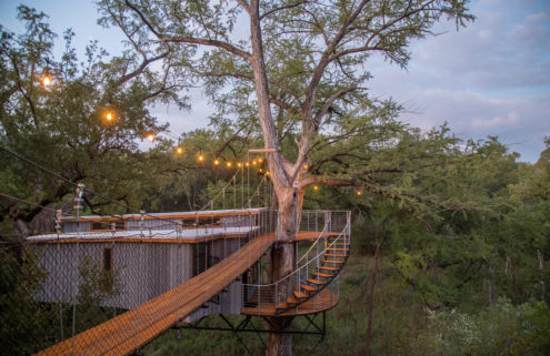 Rustic eco-retreat sits high among the treetops in Texas