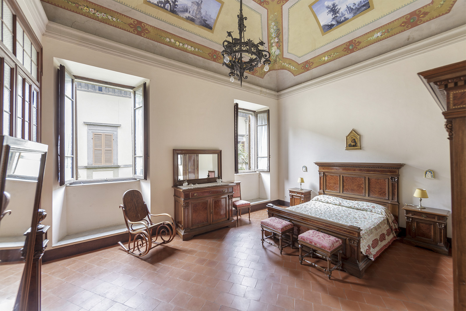 Frescoed palazzo hits the market for €2.5m in Acquapendente