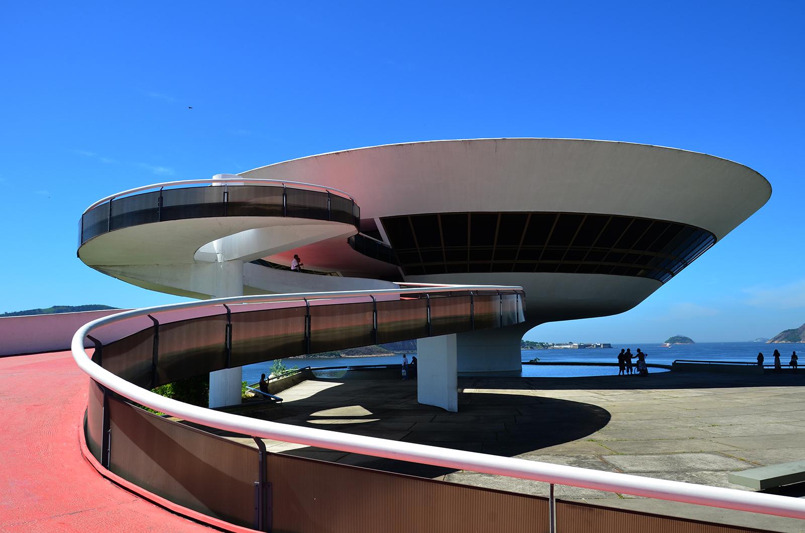 The Niterói Contemporary Art Museum. Photography: Rodrigo Soldon