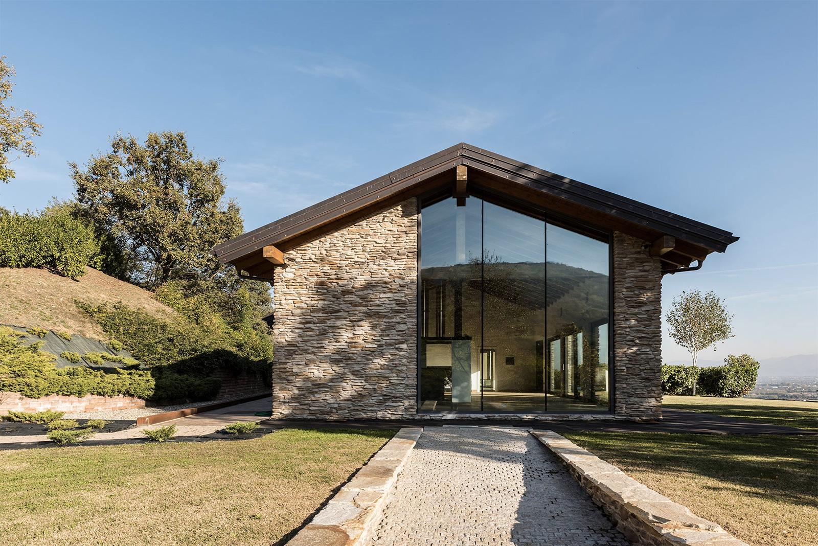 Villa con Vista is on the market via Fantastic Frank Italy