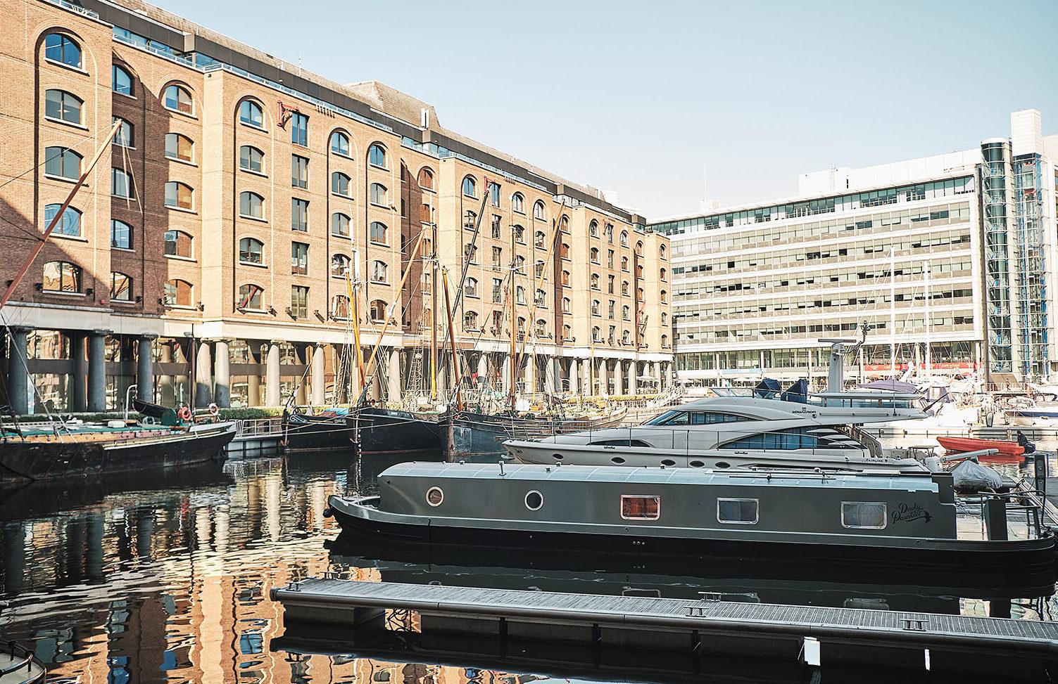 Dusky Parakeet houseboat for sale
