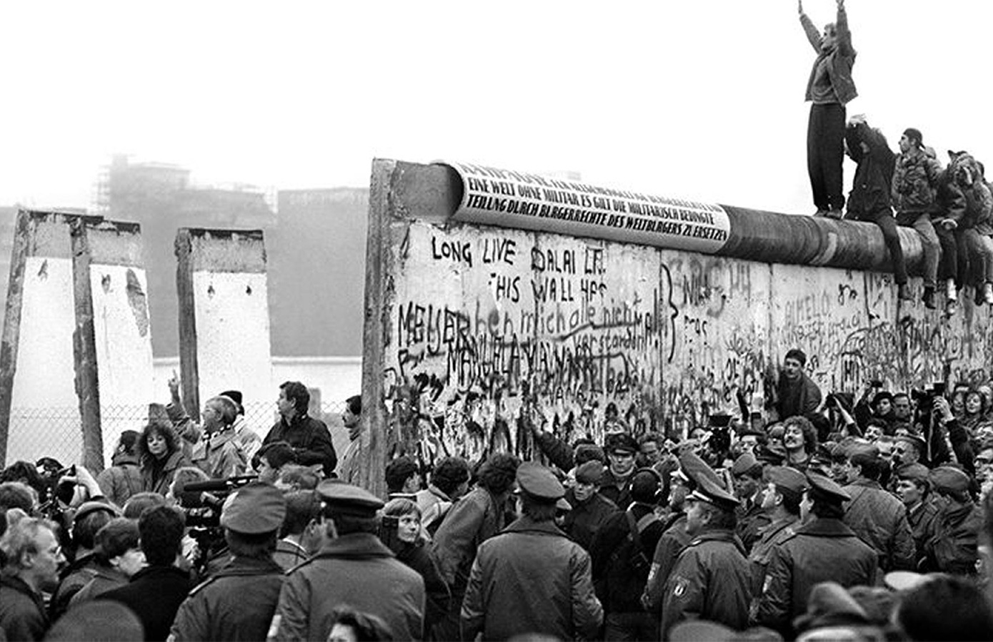 A chunk of the Berlin Wall is going under the hammer