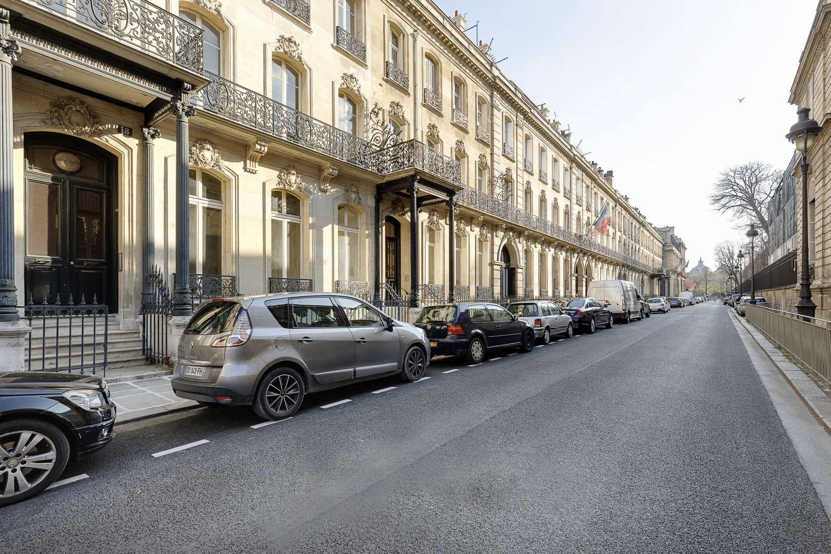 Paris apartment for heavy renovation