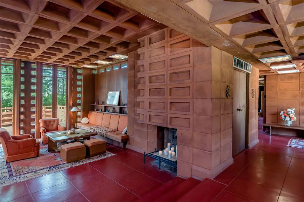 The Theodore and Bette Pappas House: the house is in original condition with moulded concrete fireplaces
