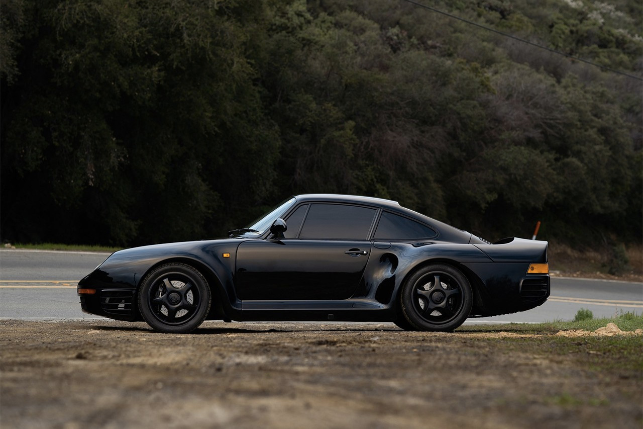 A rare black Porsche 959 Komfort is for sale