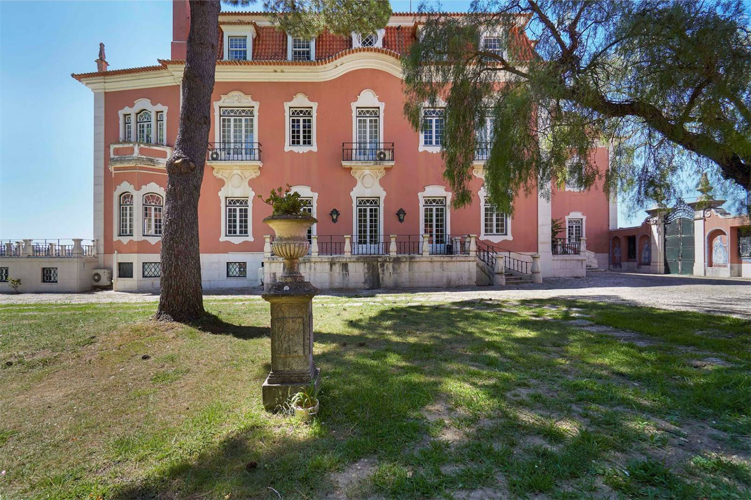 5 of our favourite Lisbon properties on the market right now: Santa Clara mansion
