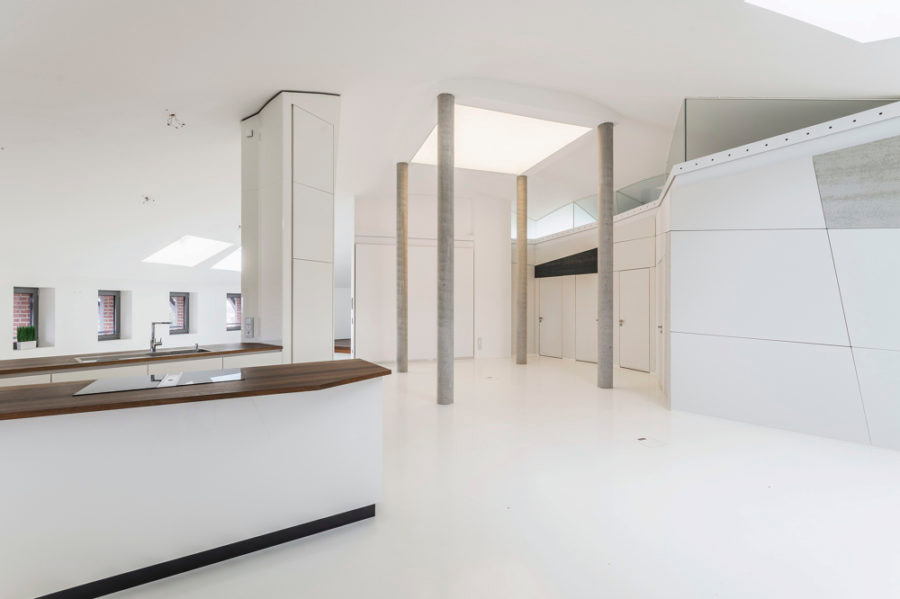 All-white interior of Wasserturn apartment in Charlottenburg for sale – Berlin property on the market