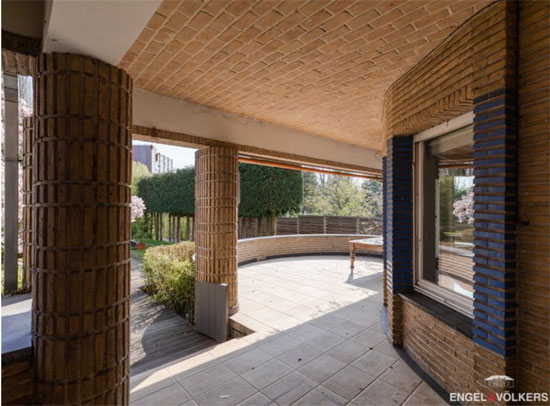 An art deco villa is up for sale in Ghent