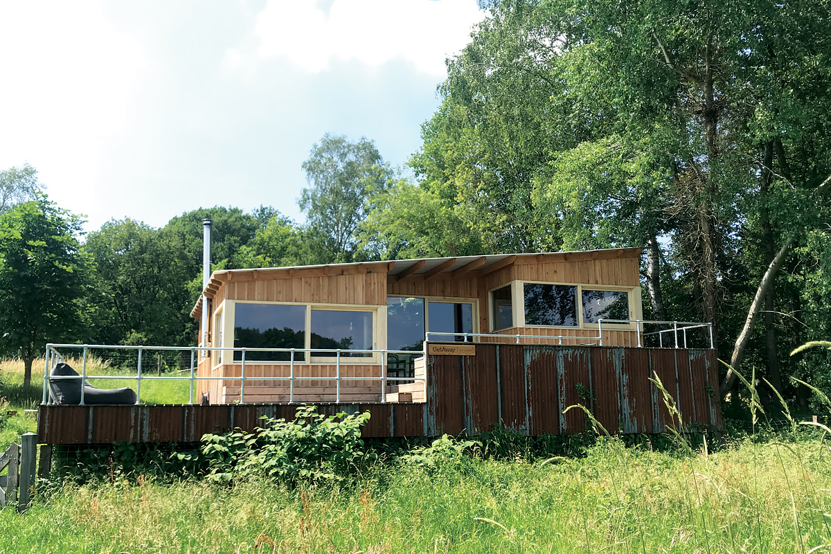 Cabin for rent on the riverbank in the Netherlands