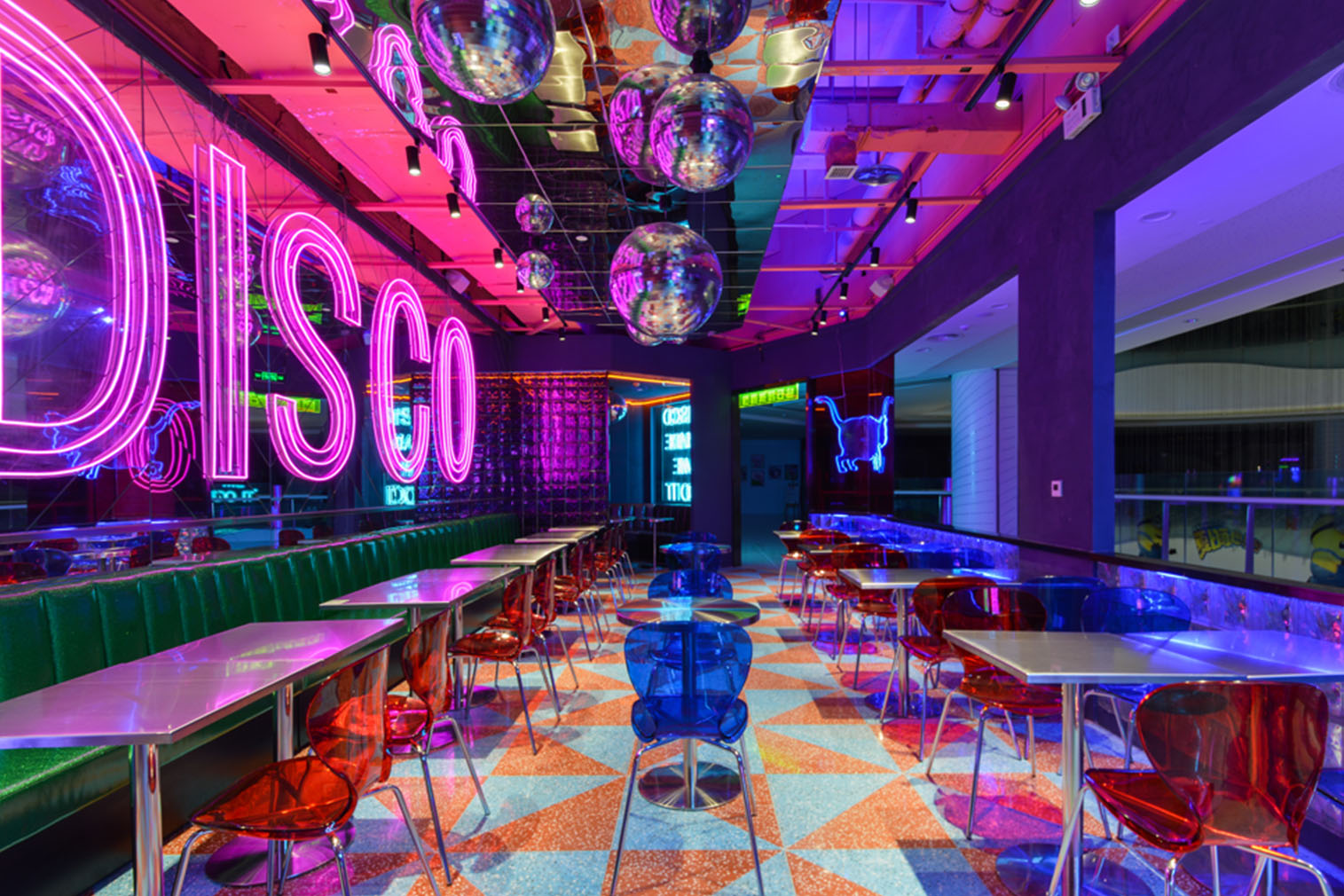 Inside China's glowing neon restaurants - The Spaces
