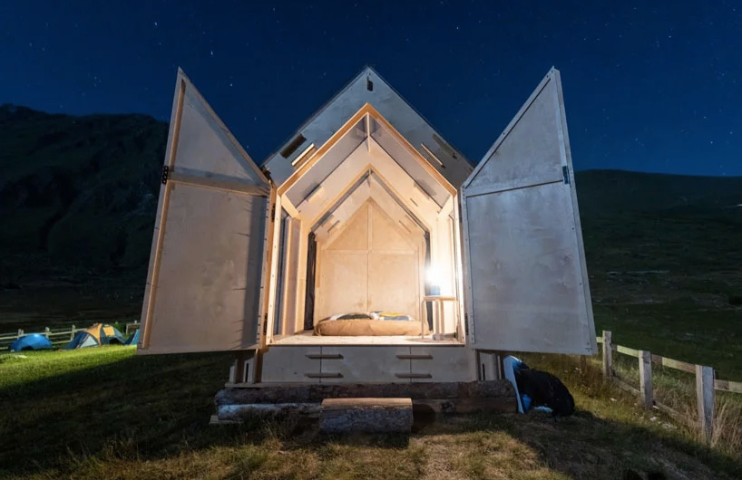 Tiny alpine cabin 'Immerso' offers a window straight onto the stars