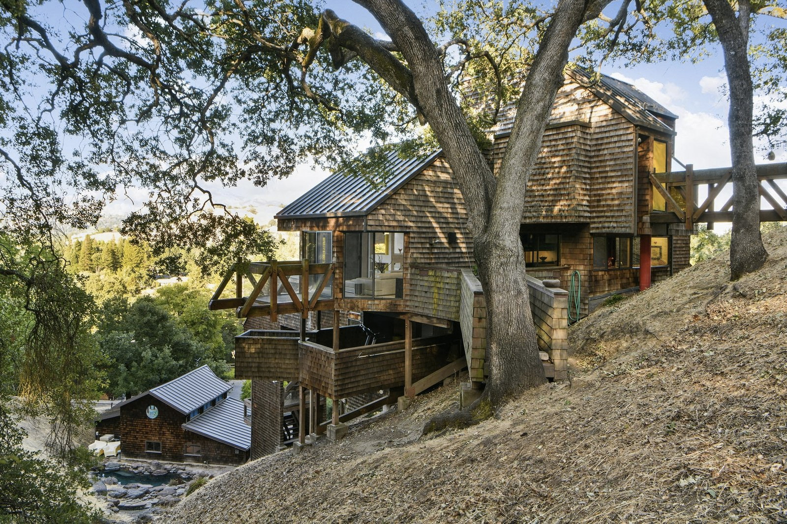 This Californian mountain home is peak '80s style – and it has a private cable car to boot