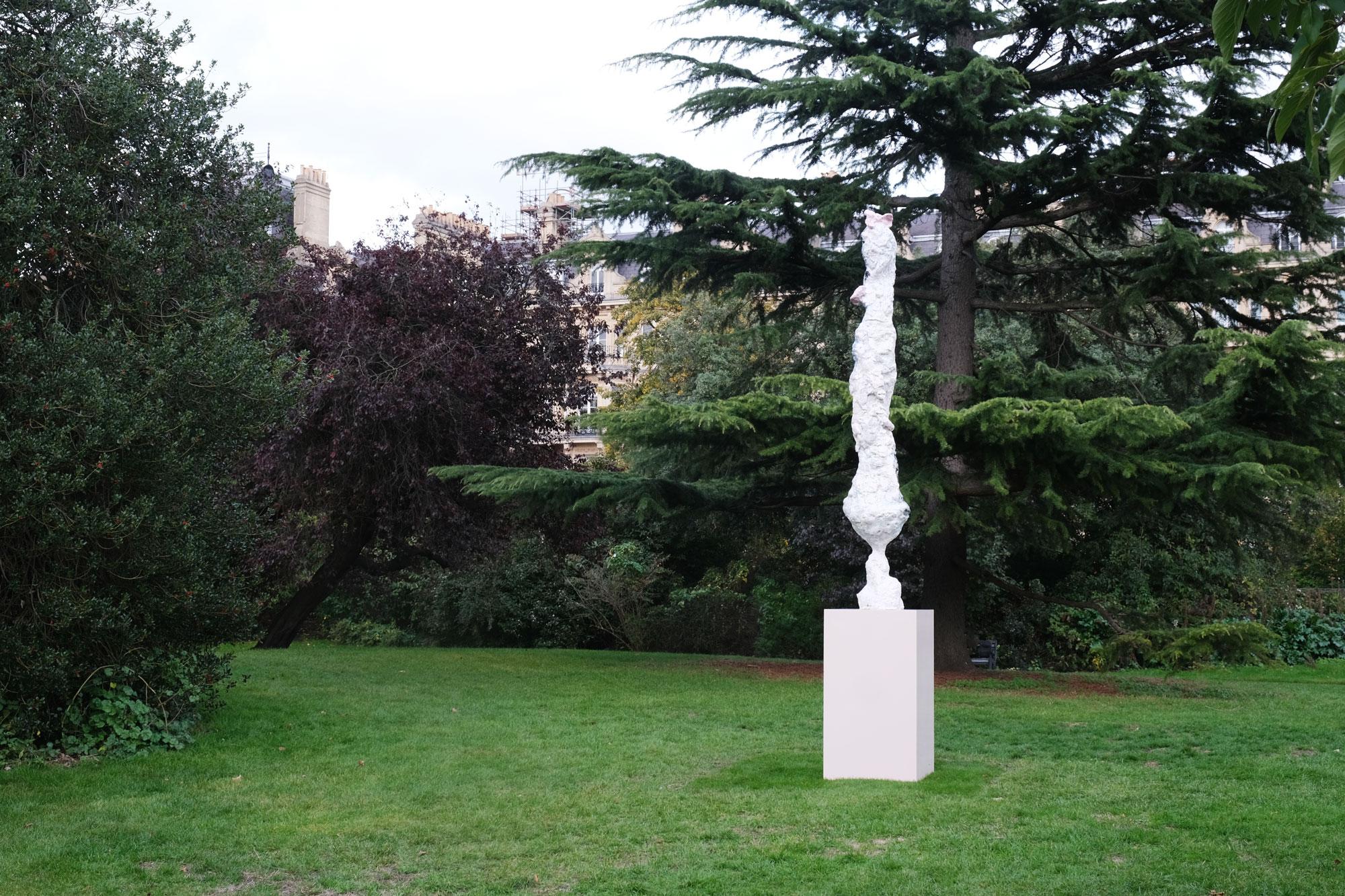 Rebecca Warren, 'Aurelius (2017 – 2019)'. Frieze Sculpture 2020. Photography: Rosella Degori / The Spaces