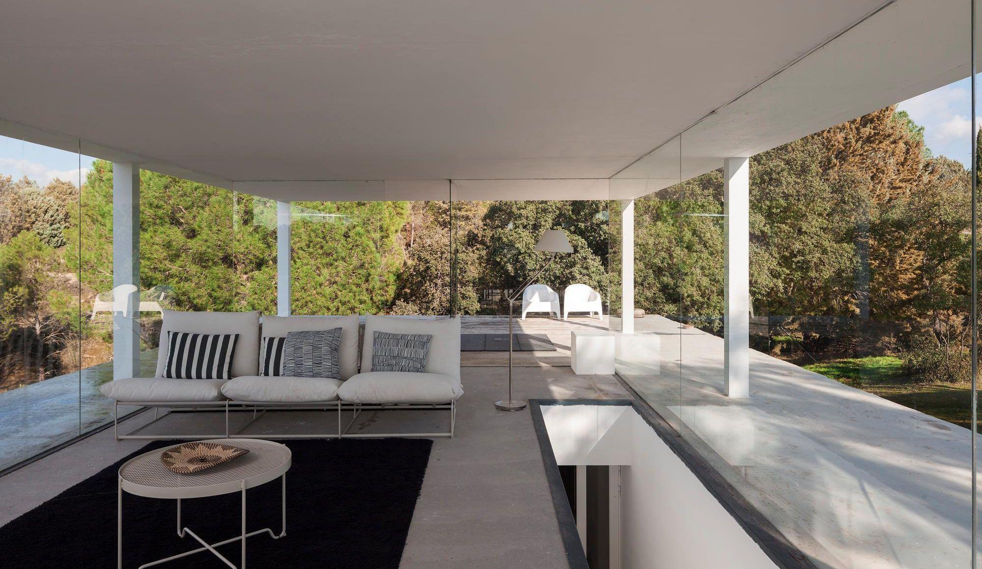 Glass-box villa Casa De Boas has offers panoramic views of the mountains outside Madrid