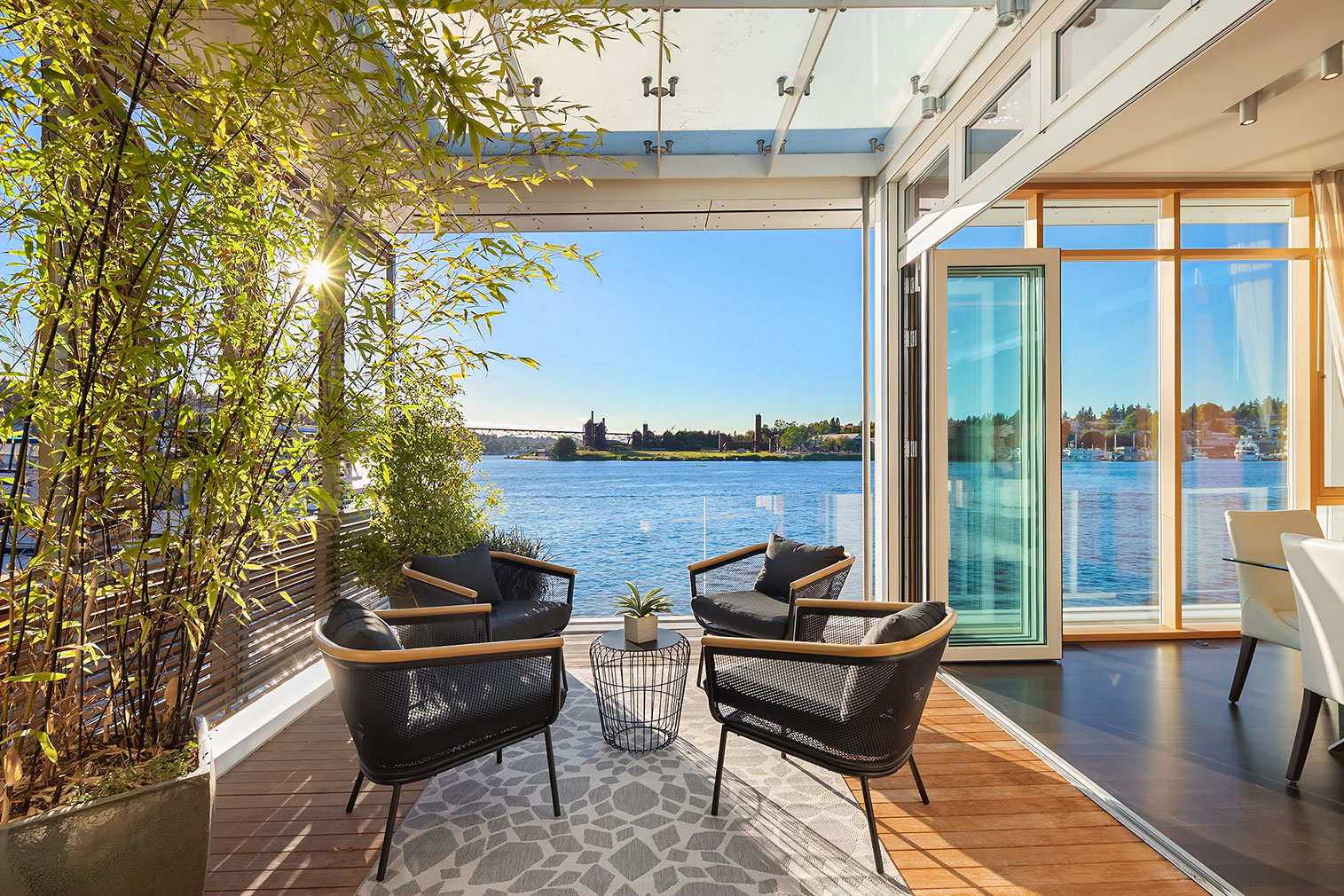 Floating Seattle home in Roanoke Reef asks for $3.5m